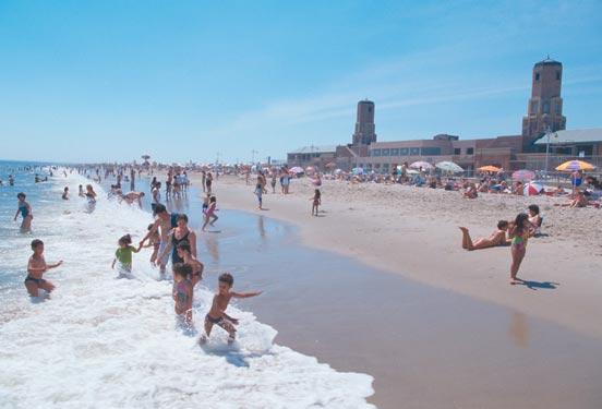 Nowojorskie plaże (do których można dojechać metrem)